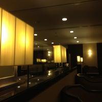 Das Foto wurde bei Singapore Airlines SilverKris Lounge von Wili W. am 7/6/2012 aufgenommen