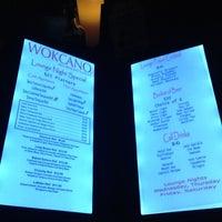 Photo prise au Wokcano Asian Restaurant & Lounge par Donna A. le9/2/2012