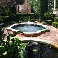 Снимок сделан в Calhoun Mansion пользователем Kelly T. 5/12/2012