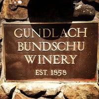 Foto tirada no(a) Gundlach Bundschu Winery por Elizabeth S. em 4/29/2012