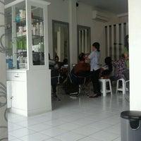 Photo taken at Minik Salon by Awit S. on 4/22/2012