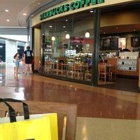 Photo taken at Starbucks by Experiencia P. on 7/10/2012