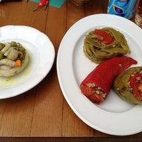 Das Foto wurde bei XDERISHOW Butik, Galeri & Cafe von M. Gökhan M. am 6/16/2012 aufgenommen