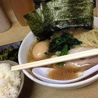 Photo taken at 横浜ラーメン町田家 相模原矢部店 by voloce72 on 5/26/2012