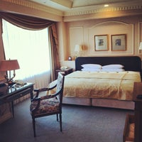 Photo taken at Hotel The Manhattan by 毛ブラP @. on 4/28/2012