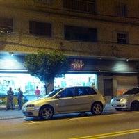 Foto tirada no(a) Padaria Ben Hur por Rodrigo M. em 4/28/2012