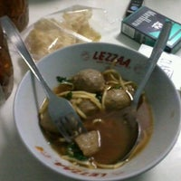 Photo taken at Bakso Malang & Mie Ayam Cak Surat by Hery S. on 6/24/2012
