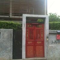Photo prise au Udee Bangkok Hostel par Laura R. le9/11/2012