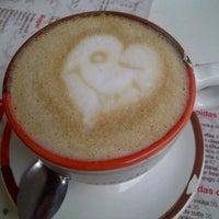 Foto tomada en Café Barra Café por Laura C. el 7/3/2012