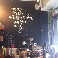 Photo taken at 커피맛이 멜로 by 해랑 진. on 5/17/2012