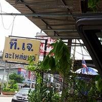 Photo taken at เจ๊ไก่ หูฉลาม by นายฮัท ค. on 8/15/2012