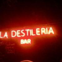 Foto diambil di La Destileria oleh Danniels N. pada 2/4/2012
