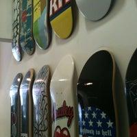 Foto tirada no(a) Maze Skateshop por Tadeu E. em 3/12/2012