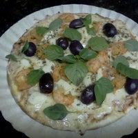 Photo taken at Pizzas Finicrok by Reinaldo A. on 4/7/2012
