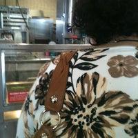 Das Foto wurde bei Braum's Ice Cream & Dairy Store von Krystal E. am 4/13/2012 aufgenommen
