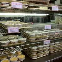 Photo taken at Yee Shun Dairy Company 港澳義順牛奶公司 by Annis L. on 2/28/2012