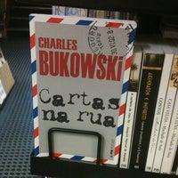 Foto tirada no(a) Livraria da Vila por Marina M. em 4/5/2012