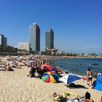 Foto tirada no(a) Praia da Barceloneta por Felipe K. em 7/17/2012