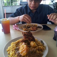 Photo taken at Mak Bee Nasi Tomato by Petah Wazzan I. on 6/14/2012