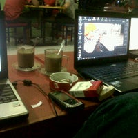 Photo taken at Warkop Dottoro Sultan Hassanuddin by Fachry A. on 2/7/2012