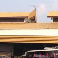 Das Foto wurde bei Khon Kaen Bus Terminal von Joy X. am 3/21/2012 aufgenommen