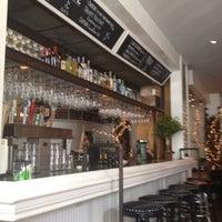 Das Foto wurde bei Eno's Pizza Tavern von Mameko S. am 5/26/2012 aufgenommen