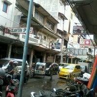 Photo taken at Jalan Palangkaraya by umminya a. on 3/12/2012