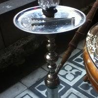 8/18/2012 tarihinde Doğukan K.ziyaretçi tarafından Zehra Nargile Cafe'de çekilen fotoğraf