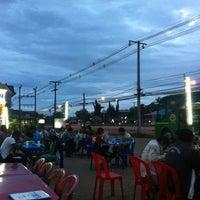 Photo taken at ร้านมันทนา. แยกร้องกวาง by vios s. on 8/6/2012