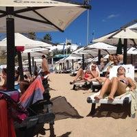 Foto tirada no(a) Praia de São Pedro do Estoril por Marc O. em 8/6/2012