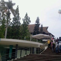 Photo taken at Institut Teknologi Bandung (ITB) by Steven Jounes P. on 2/4/2012