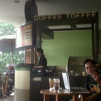 Photo taken at Coffee Toffee by Aris D. on 3/25/2012