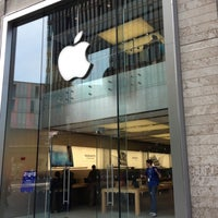 Photo taken at Apple Liverpool ONE by Mark P. on 7/21/2012