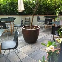 Foto tomada en Federal Café por Coni D. el 6/3/2012