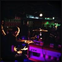 8/12/2012 tarihinde Dan S.ziyaretçi tarafından Larimer Lounge'de çekilen fotoğraf