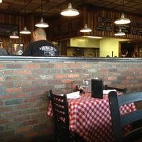 Foto scattata a Grimaldi's Pizzeria da Doug T. il 7/20/2012