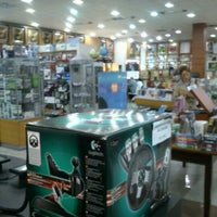 Photo taken at Livrarias Curitiba by Jomar d. on 6/17/2012