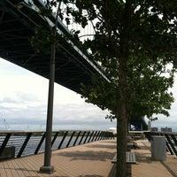 Foto tomada en Race Street Pier por Ally el 6/13/2012