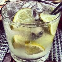 Foto tomada en Michael's Genuine Food & Drink por Michelle L. el 8/29/2012