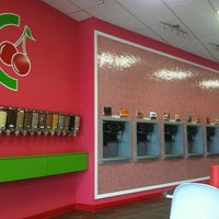 Foto scattata a CherryBerry Yogurt Bar da Joshua D. il 8/19/2012