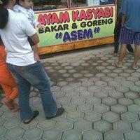 Foto tomada en Ayam Kasyabi por Anto P. el 8/5/2012