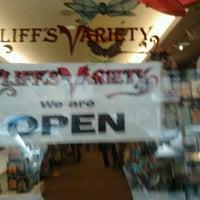 2/21/2012 tarihinde Lisandra M.ziyaretçi tarafından Cliff's Variety'de çekilen fotoğraf