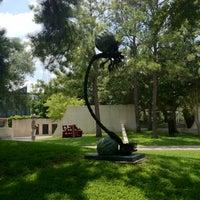 Foto scattata a Cullen Sculpture Garden da Gilberto il 6/27/2012