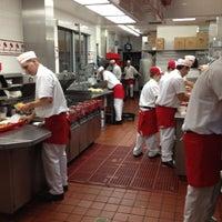 Foto diambil di In-N-Out Burger oleh Alexey R. pada 4/28/2012