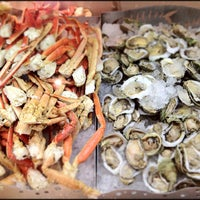 Photo prise au Village Seafood Buffet par Mike F. le2/16/2012