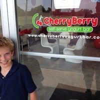 Foto diambil di CherryBerry Yogurt Bar oleh Mark G. pada 6/14/2012