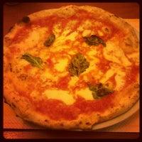 Foto scattata a Pizzeria Sorbillo da Cole il 6/12/2012