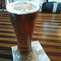 Foto diambil di Rock Bottom Restaurant & Brewery oleh Mark S. pada 4/21/2012
