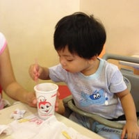 Photo taken at Jollibee / Greenwich Pizza by jv . on 7/23/2012