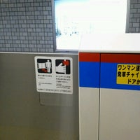 Photo taken at Mita Line Jimbocho Station (I10) by DBAかとう/群馬県高崎市のITアドバイザー on 9/10/2012